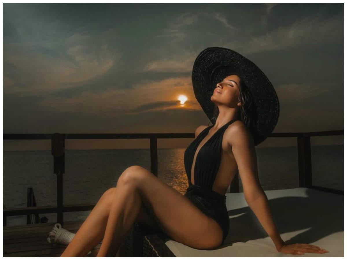 Tara Sutaria raises the mercury levels with her latest bikini photo
