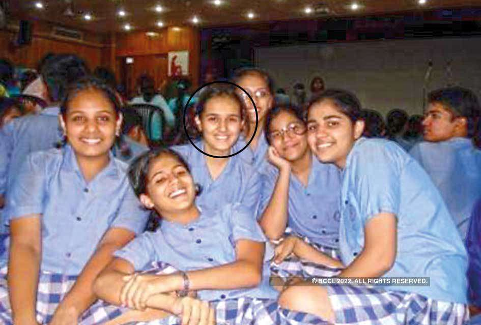 An old picture of the actress with her classmates
