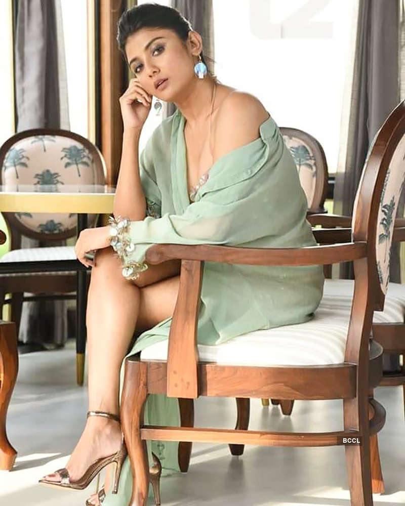 Beautiful pictures of actress Parno Mittra