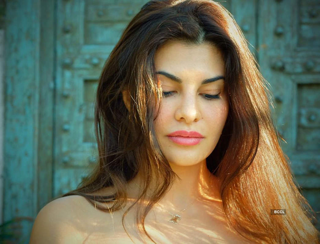 Jacqueline Fernandez flaunts her toned body in these new yoga pictures