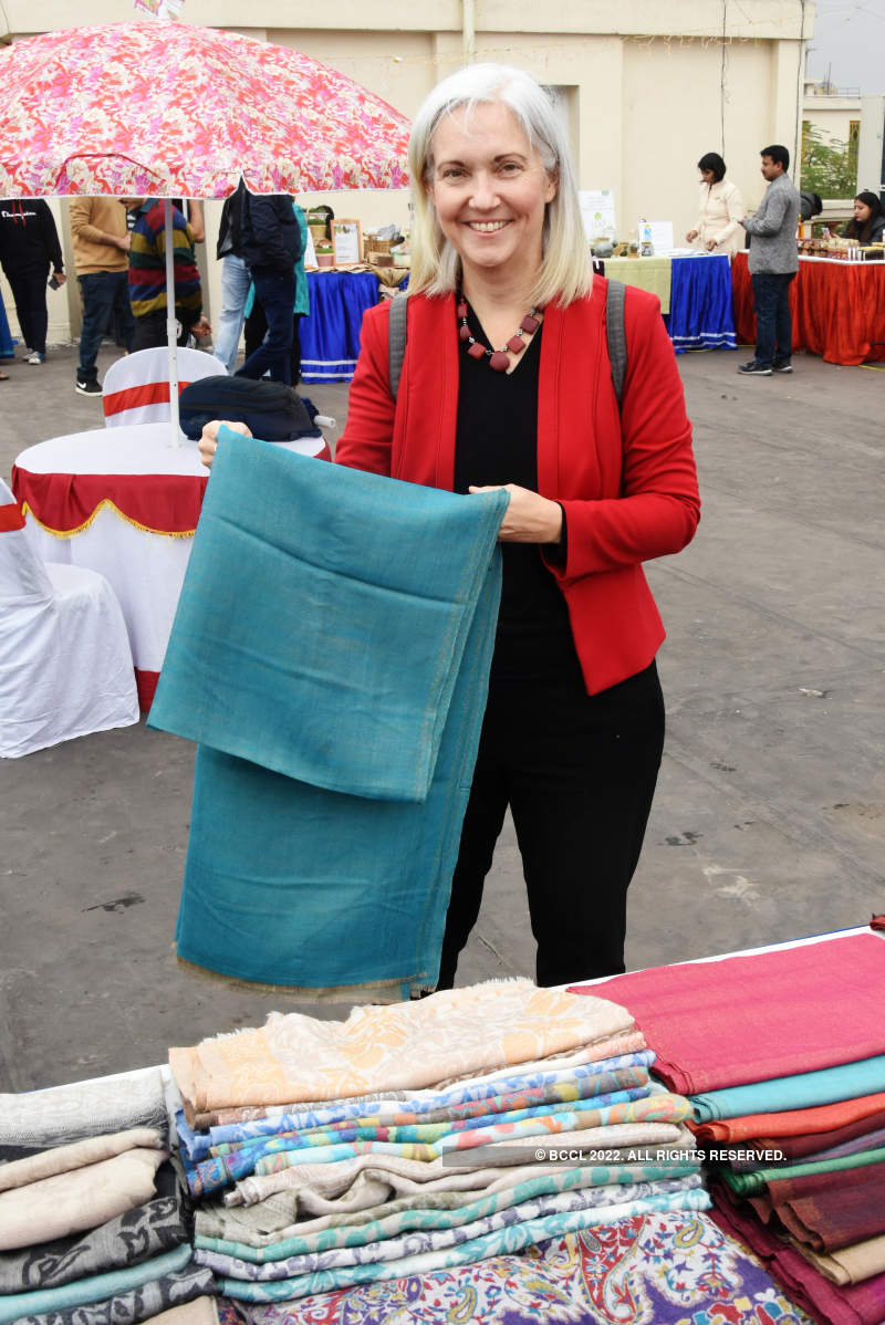 City diplomats attend a winter fair