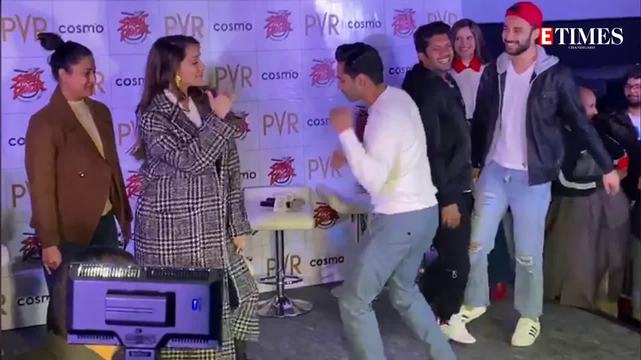 Varun Dhawan, Shraddha Kapoor and Raghav's break into sudden dance