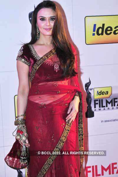 56th Idea Filmfare Awards: Divas in 'sari'