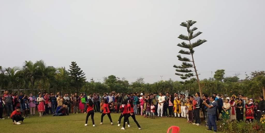 1. GROUP DANCE BY KIDS