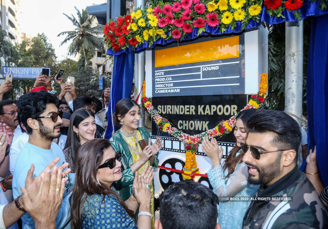 Kapoor family comes together to unveil chowk named after Surinder Kapoor