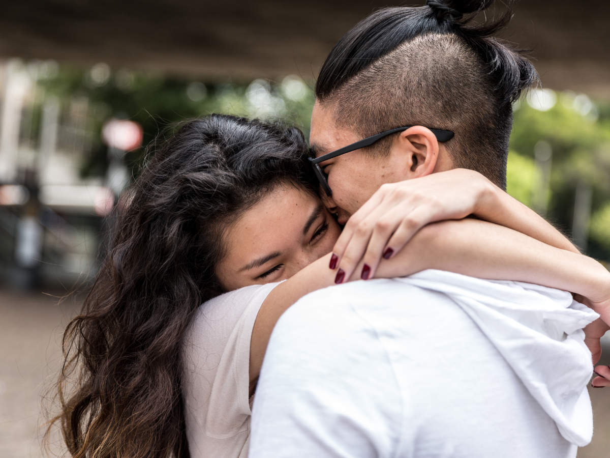 Happy Hug Day 2020: Wishes, Messages
