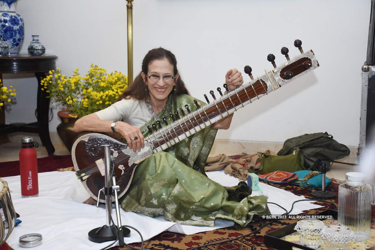 Music lovers enjoy a soulful performance by Dr Amie Maciszewski