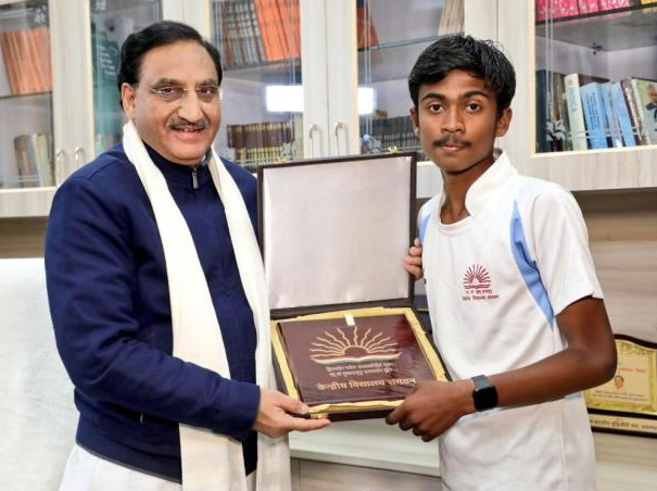 Kendriya Vidyalaya student runs marathon from Jabalpur to Delhi to advocate plastic-free India and encourage water conservation