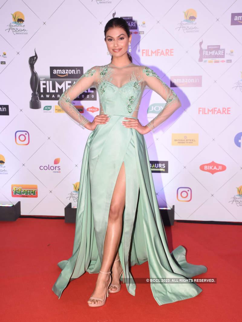 Divas rocking thigh-high slit gowns in 2020