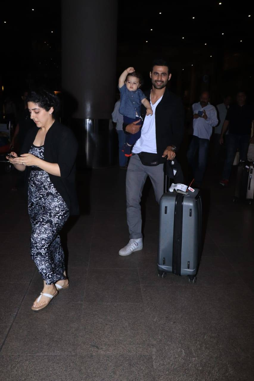 Celebs airport (4).