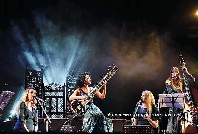 Nina Harries, Nicki Wells and Alev Lenz accompanied Anoushka on stage