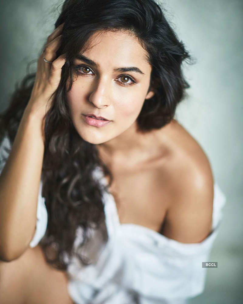 Angira Dhar is making heads turn with her glamorous photoshoots
