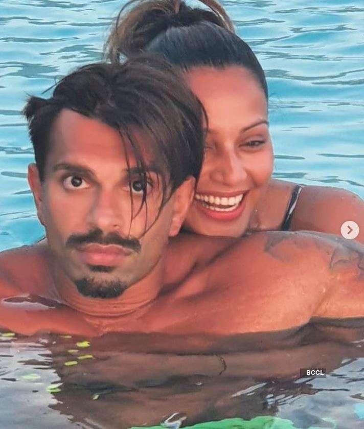 Bipasha Basu and Karan Singh Grover's holiday pictures from Maldives go viral