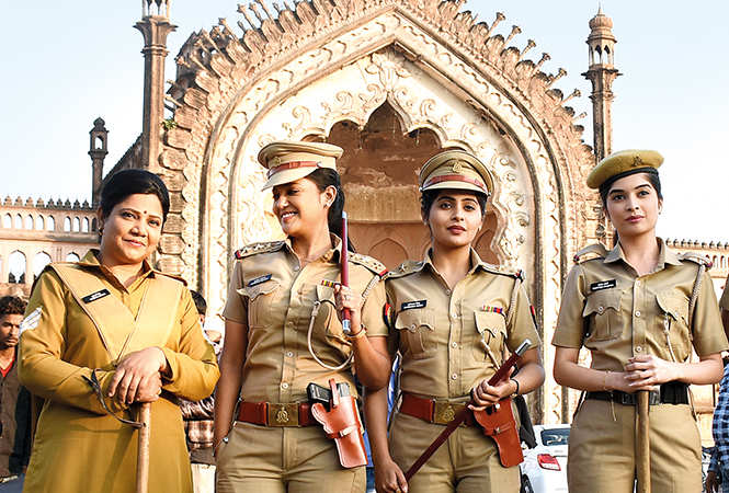 Sonali Naik (extreme left) shooting in old Lucknow with other actors from the serial (BCCL/ Vishnu Jaiswal)