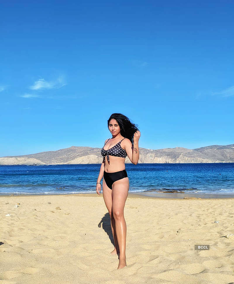 Singing sensation Neha Bhasin's vacation pictures will make you hit the beach!