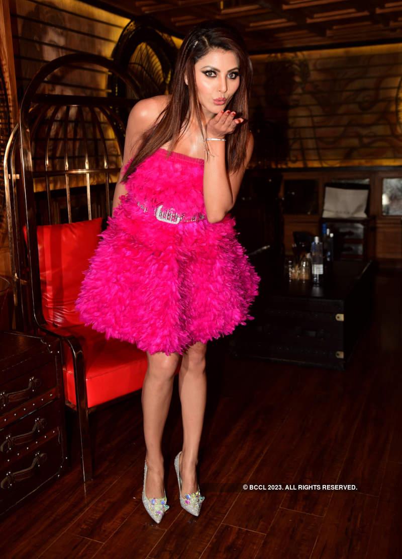 Urvashi Rautela ups the glam quotient, celebrates her 26th birthday in style