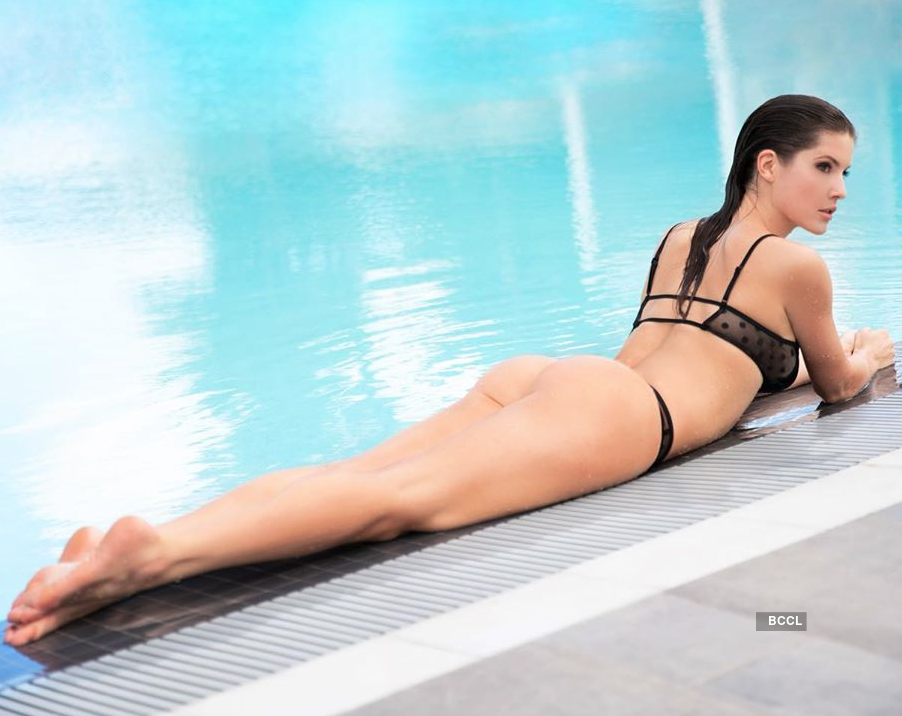 Amanda Cerny's Pictures: These pics of Playboy model & actress Amanda will take your breath away!