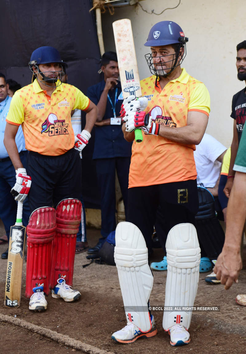 Marathi film industry plays cricket for a cause