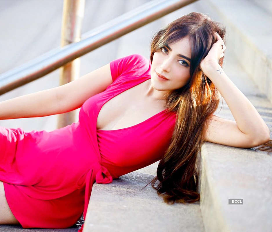 Angela Krislinzki is teasing the cyberspace with her bewitching photos
