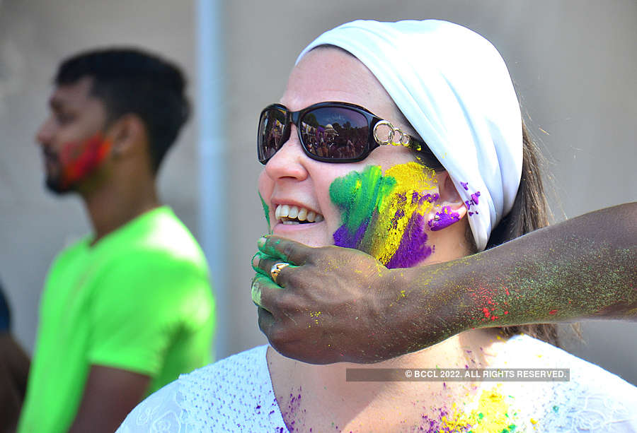 These pictures show how foreign tourists celebrated Holi in Goa