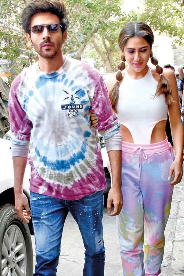 From Alia Bhatt to Kiara Advani: Here's how you can wear tie-dye for summer  - Times of India