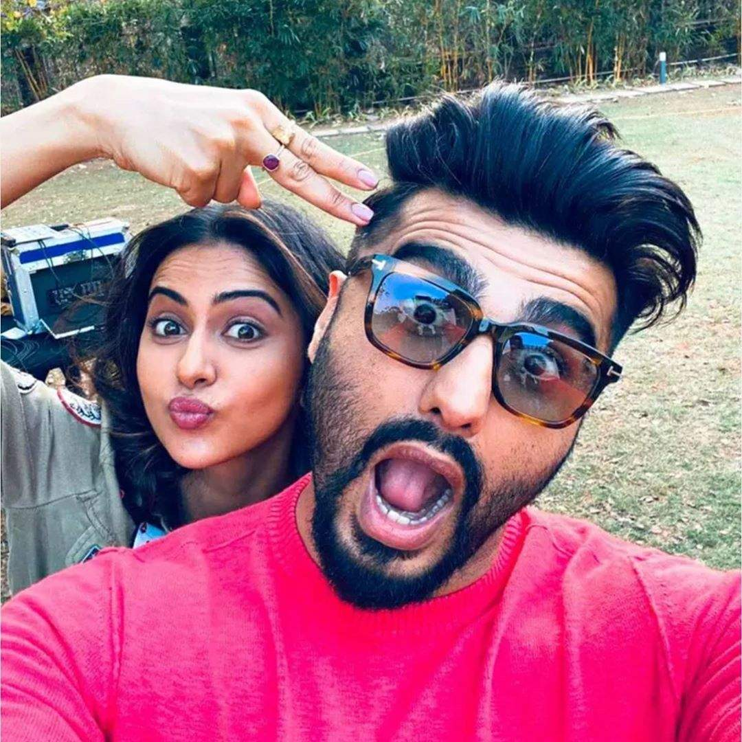 Arjun Kapoor and Rakul Preet Singh pose for a goofy picture on the sets of  their upcoming untitled film | Hindi Movie News - Times of India