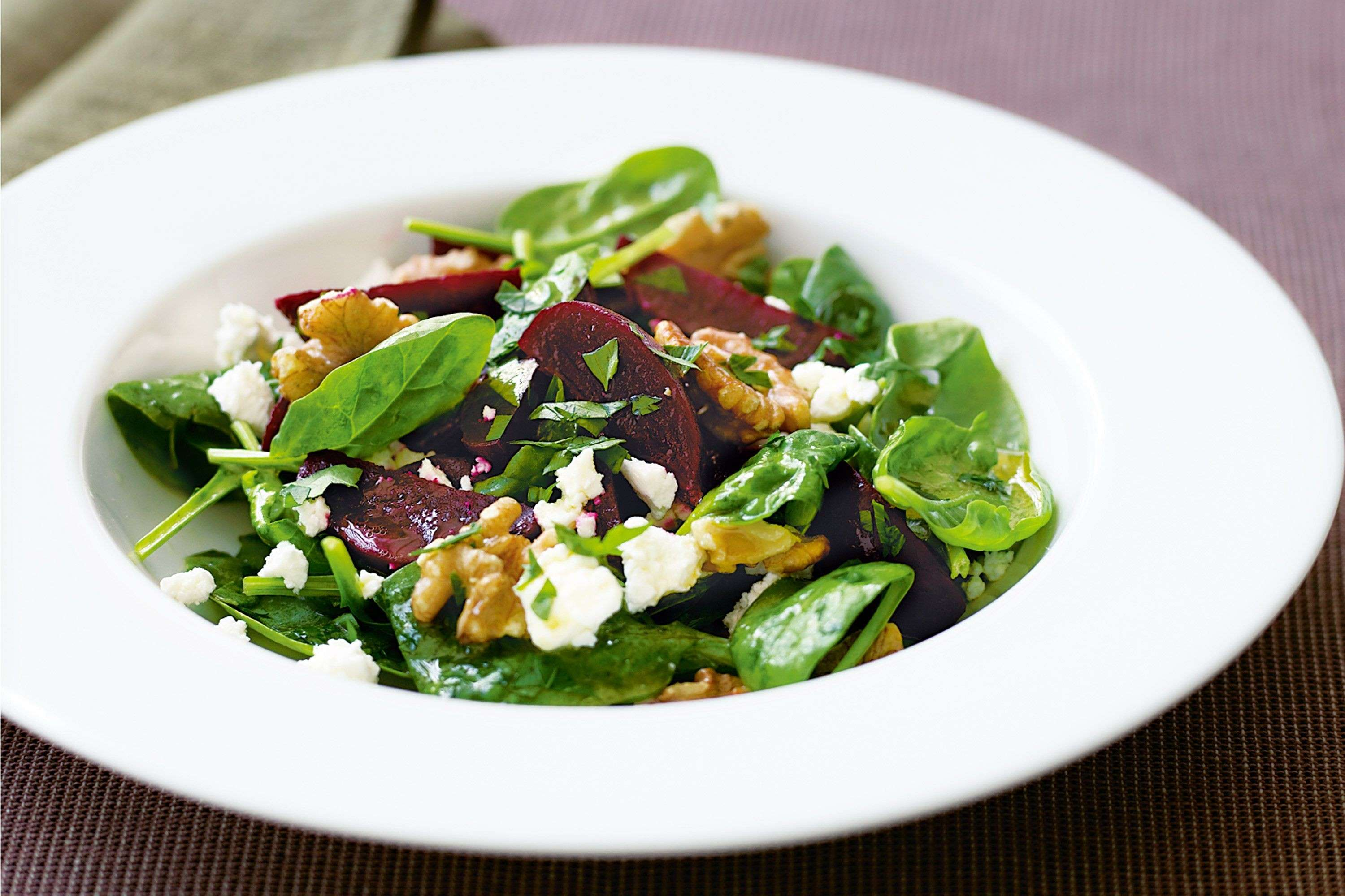 beetroot-baby-spinach-and-goats-cheese-salad-37177-1.