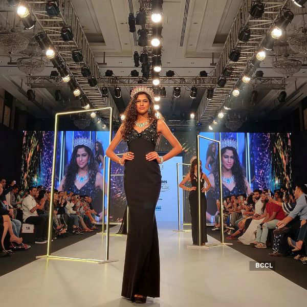 Aavriti Choudhary walks the ramp at bombay times fashion week 2020