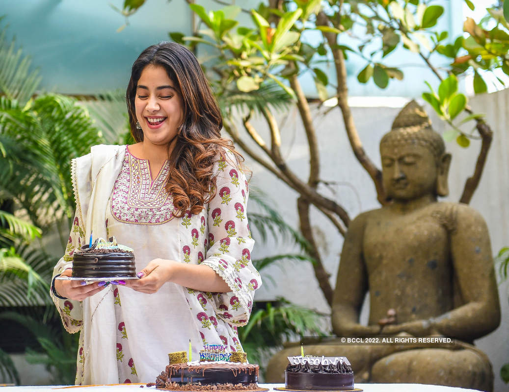 Janhvi Kapoor celebrates her birthday with media