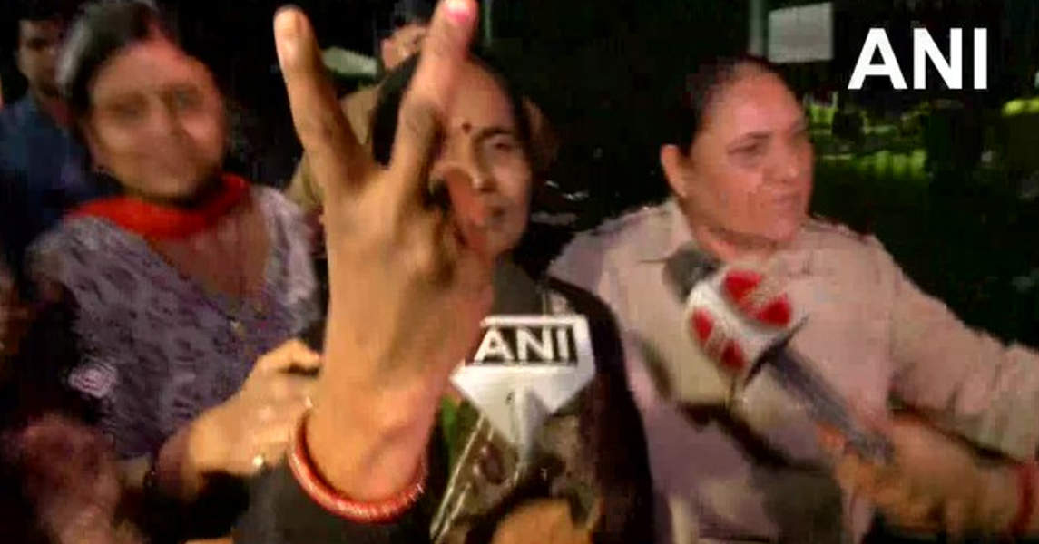 Pictures of Nirbhaya's mother Asha Devi showing a victory sign go viral…