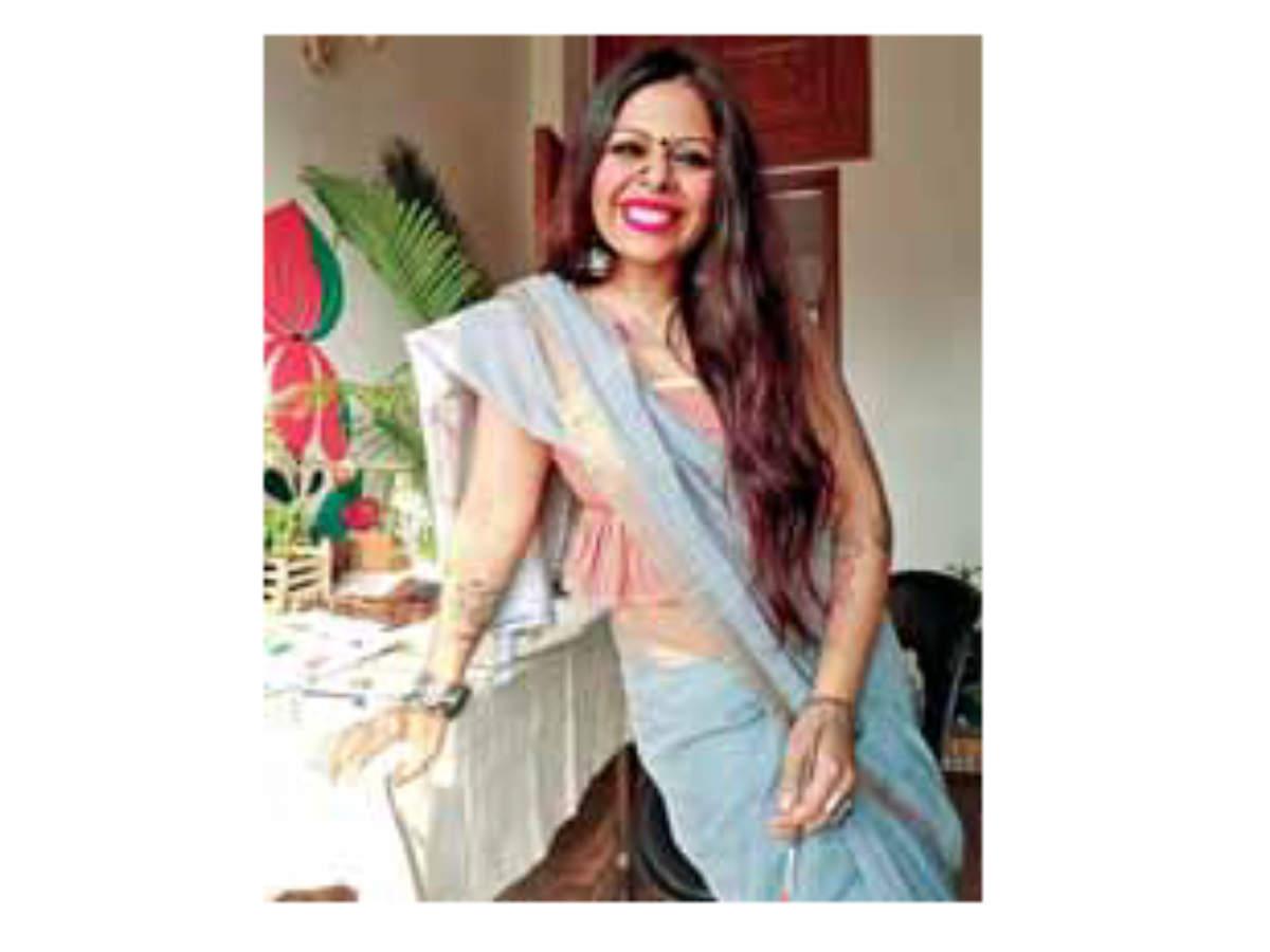 Artist blogger Neha Sahai wears a bralet blouse with her saree
