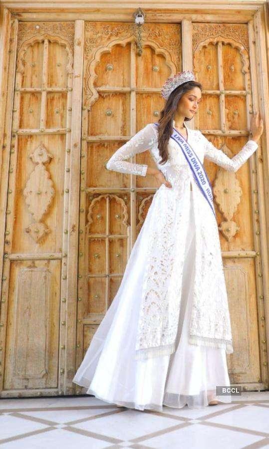 Neha Jaiswal's never fading elegance