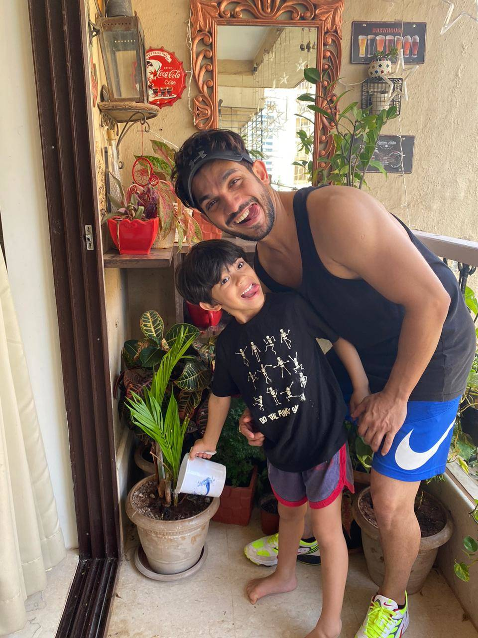 Arjun Bijlani with his son (3).
