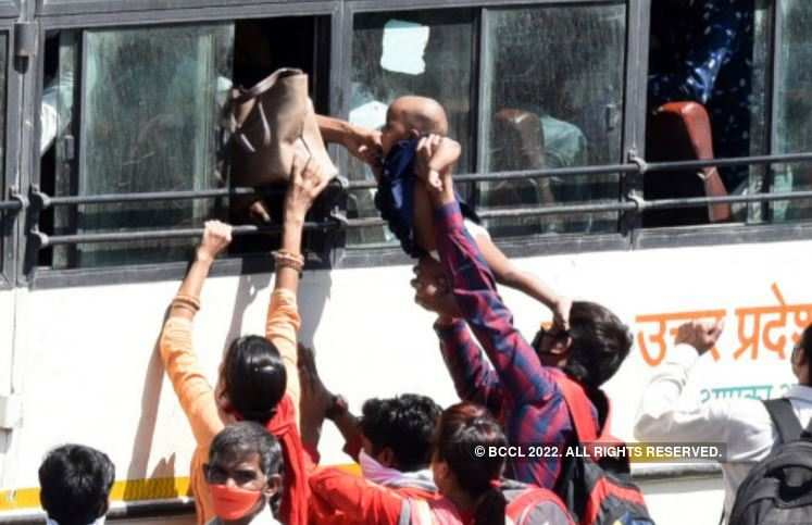 Coronavirus: Tear-jerking pictures of migrants fleeing to villages