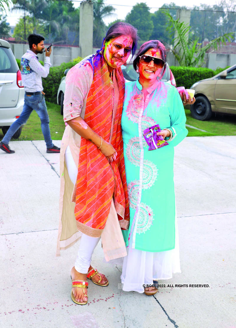 Some colourful celebrations for Kanpurites