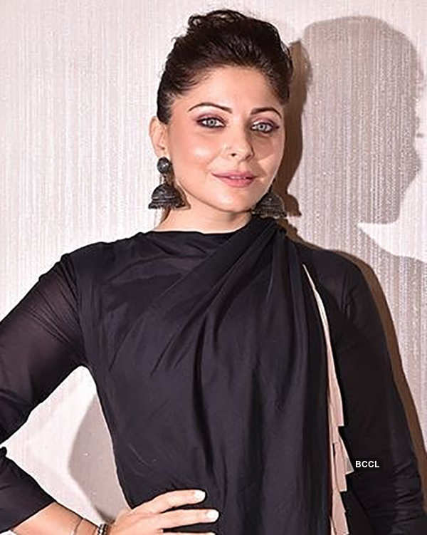 Kanika Kapoor gets discharged from the hospital, trolls flood the internet