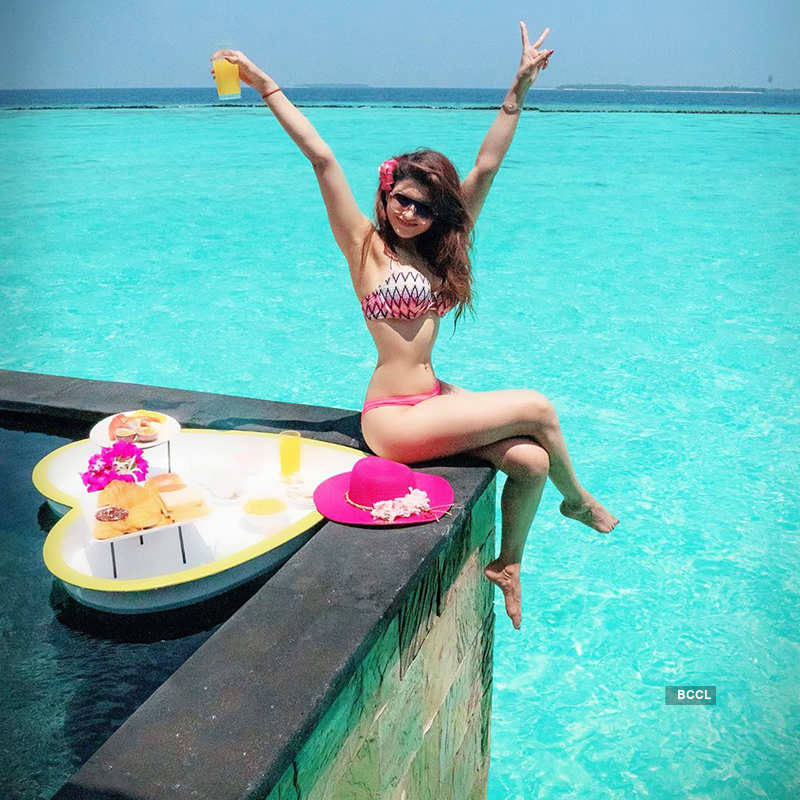 Vacation pictures of Urvashi Rautela will make you hit the beach!