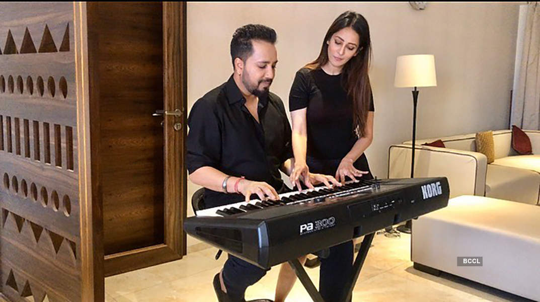 Romantic pictures of Mika Singh & Chahatt Khanna spark dating rumours