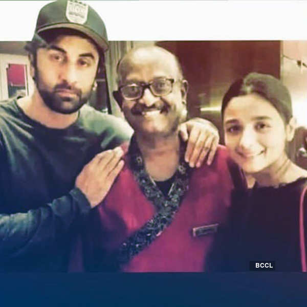 This picture of Alia Bhatt & Ranbir Kapoor with late Ronald D'Mello goes viral…