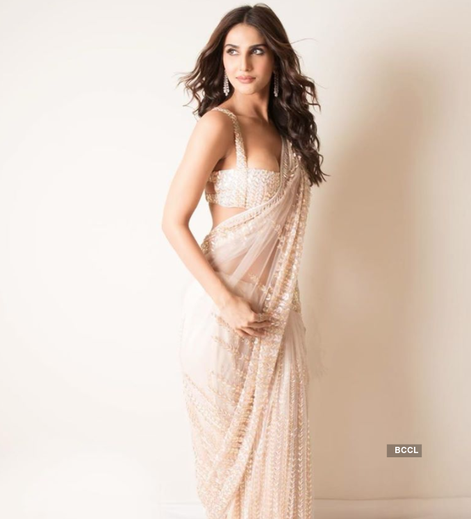 Vaani Kapoor turns up the heat with her gorgeous pictures