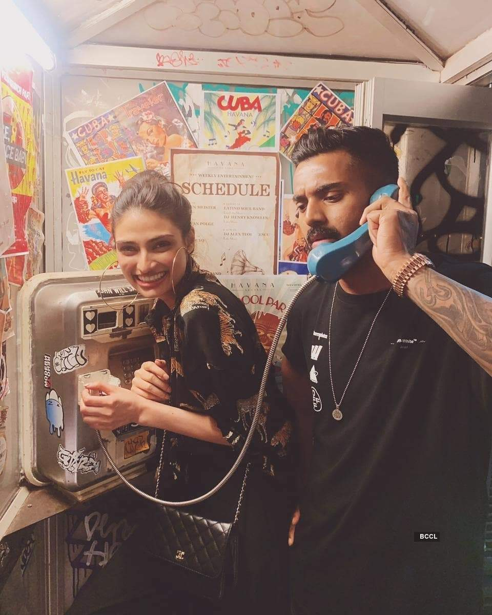This adorable picture of KL Rahul with Athiya Shetty makes fans curious