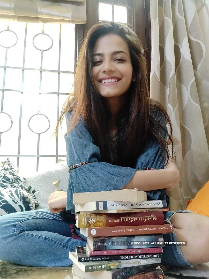 Beauty queens with their favorite books, what's yours?