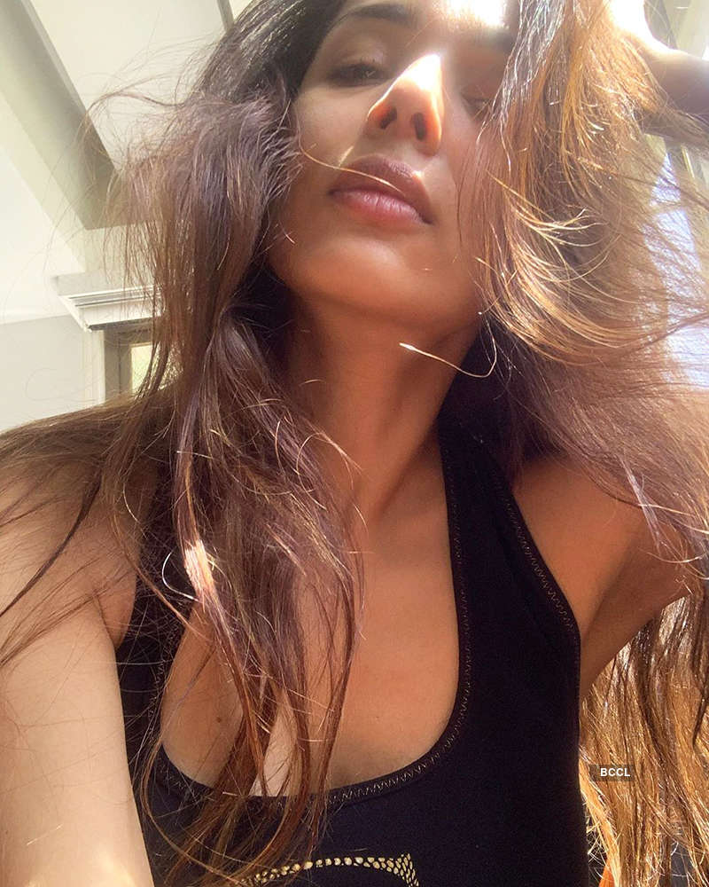 Amid lockdown, Malaika Arora's sun-kissed selfie goes viral…