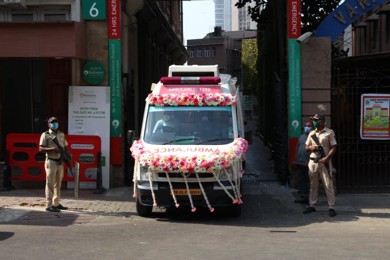 Rishi Kapoor last rites / cremation photos, videos, news & update