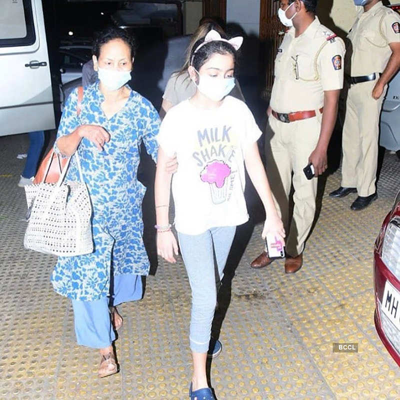 Ranbir Kapoor, Alia Bhatt, Shweta & Navya Nanda & others attend Rishi Kapoor's prayer meet, see pictures