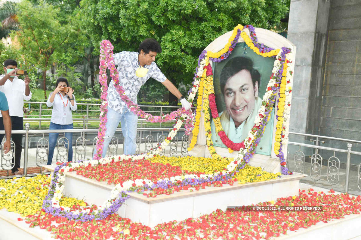 Shivrajkumar pays tribute to his father late legendary actor Dr Rajkumar