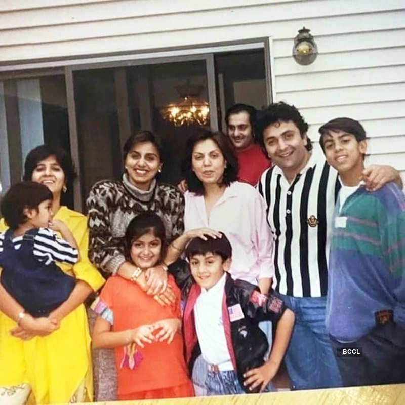 Rare and unseen pictures of Bollywood actor Rishi Kapoor with his family