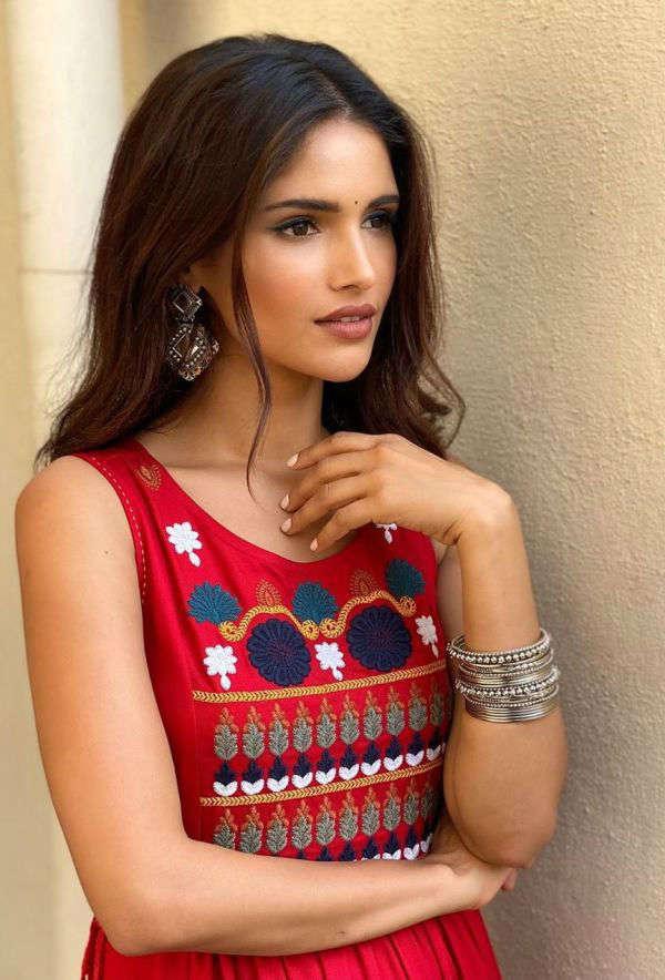 Vartika Singh to star opposite actor Shivin Narang in her next music video