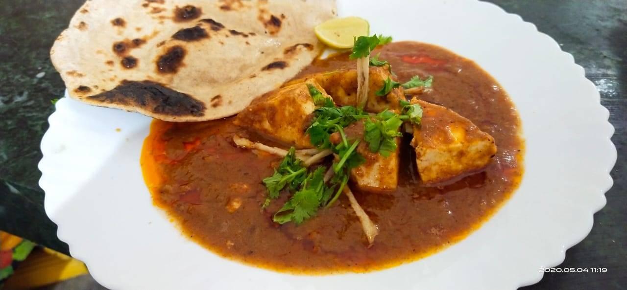 paneer nihari with naan.