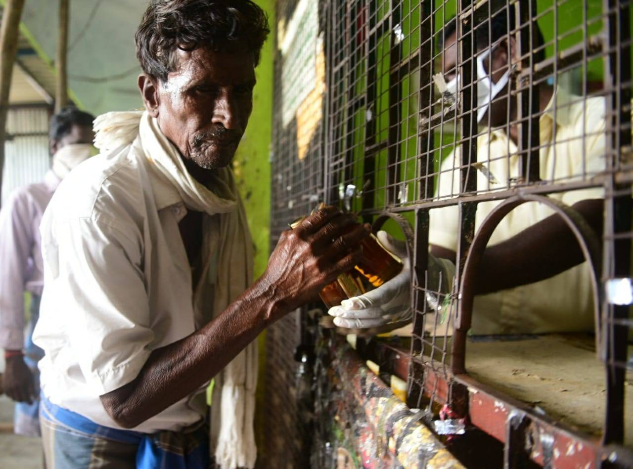 Closure of Tasmac shops: TN govt moves SC against HC order